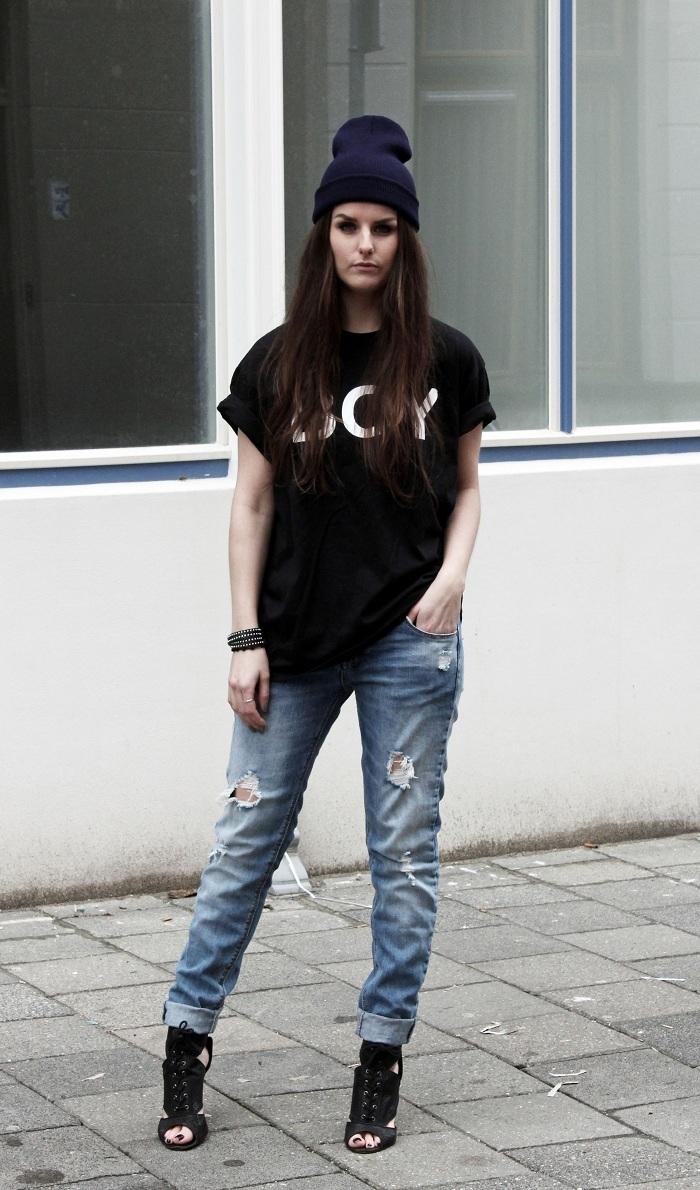 Black t shirt blue jeans - Wear A Monochrome Graphic Crew Neck T Shirt And Blue Ripped Boyfriend Jeans For