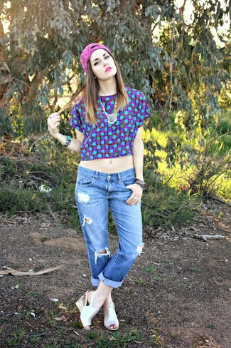 How to wear: blue check crew-neck t-shirt, blue ripped boyfriend jeans, silver leather wedge sandals, hot pink beanie