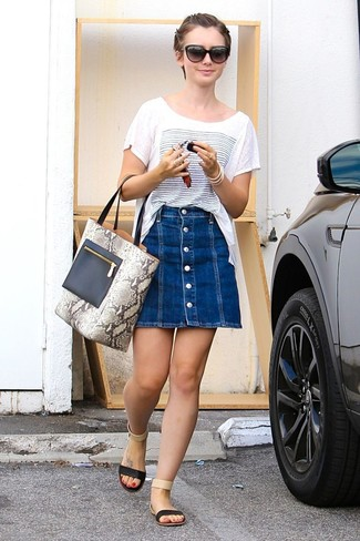 How to wear: white and blue print crew-neck t-shirt, blue denim button skirt, black leather flat sandals, grey snake leather tote bag