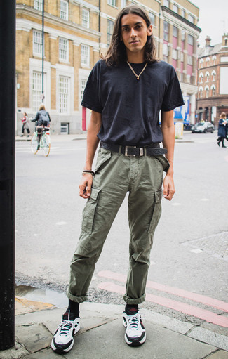 Dark Brown Bracelet Outfits For Men: For a casual outfit with a bold spin, wear a navy crew-neck t-shirt and a dark brown bracelet. Amp up the classiness of this ensemble a bit by sporting white and black athletic shoes.
