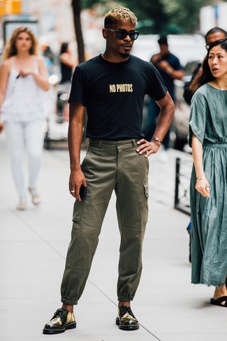 Men's Looks & Outfits: What To Wear In Hot Weather: Wear a black print crew-neck t-shirt and olive cargo pants for head-to-toe comfort dressing. Feeling bold today? Change things up a bit by finishing with a pair of black print leather derby shoes.
