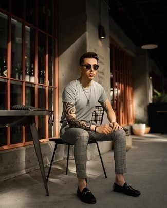 Dark Brown Bracelet Outfits For Men: You'll be surprised at how extremely easy it is for any gentleman to get dressed this way. Just a grey crew-neck t-shirt and a dark brown bracelet. For something more on the dressier end to complete this ensemble, introduce black leather loafers to the mix.