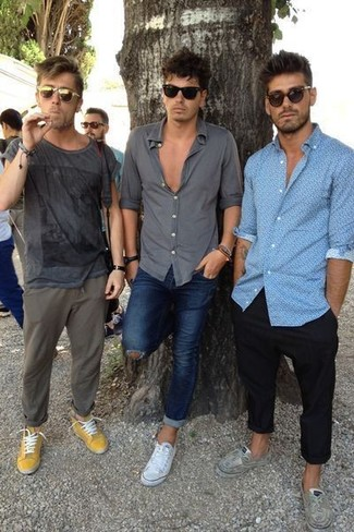How to wear: charcoal print crew-neck t-shirt, olive chinos, mustard low top sneakers, olive sunglasses
