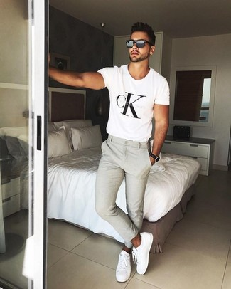 How to wear: white and black print crew-neck t-shirt, beige chinos, white leather low top sneakers, black sunglasses
