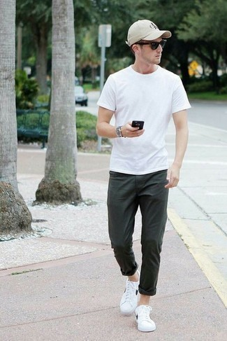 How to Wear Black and White Sunglasses For Men: A white crew-neck t-shirt and black and white sunglasses worn together are the perfect getup for those dressers who prefer laid-back looks. Complete this outfit with white and black leather low top sneakers for a masculine aesthetic.