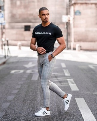 How to Wear a Black and White Crew-neck T-shirt For Men: Such items as a black and white crew-neck t-shirt and grey check chinos are an easy way to infuse effortless cool into your off-duty styling arsenal. If not sure as to the footwear, stick to white and black leather low top sneakers.