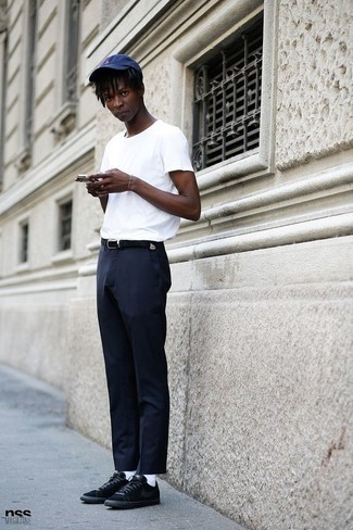 How to Wear White Socks For Men: Rock a white crew-neck t-shirt with white socks for an easy-to-achieve ensemble. Complement this getup with a pair of black suede low top sneakers to avoid looking too casual.