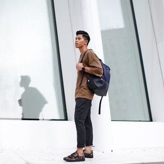 How to Wear Dark Brown Leather Low Top Sneakers For Men: Opt for a tan crew-neck t-shirt and charcoal chinos to assemble a casually dapper ensemble. Dark brown leather low top sneakers are a safe footwear option here that's also full of personality.