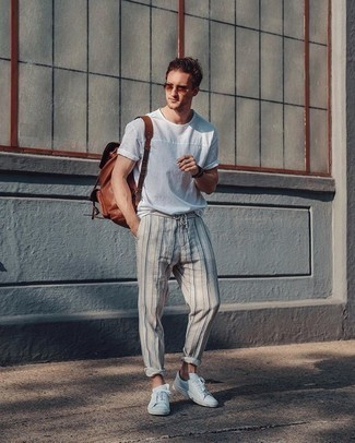 Brown Leather Backpack Outfits For Men: We all want functionality when it comes to fashion, and this contemporary combo of a white crew-neck t-shirt and a brown leather backpack is a good illustration of that. And if you need to instantly perk up this outfit with footwear, complement this outfit with white canvas low top sneakers.