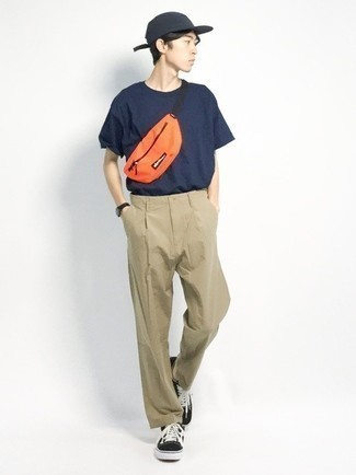 Navy Crew-neck T-shirt Outfits For Men: A navy crew-neck t-shirt and khaki chinos are a nice outfit to add to your casual styling lineup. The whole look comes together if you throw black and white canvas low top sneakers into the mix.