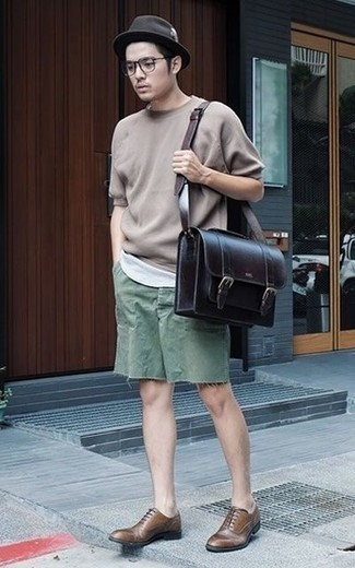 How to Wear a Dark Brown Wool Hat For Men: If it's comfort and functionality that you appreciate in an ensemble, go for a tan crew-neck t-shirt and a dark brown wool hat. And if you need to instantly class up this look with footwear, why not add brown leather oxford shoes to this getup?
