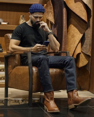 Brown Leather Chelsea Boots with Black Jeans Outfits For Men: For seriously stylish menswear style without the need to sacrifice on practicality, we turn to this pairing of a black crew-neck t-shirt and black jeans. To introduce some extra flair to your getup, round off with brown leather chelsea boots.