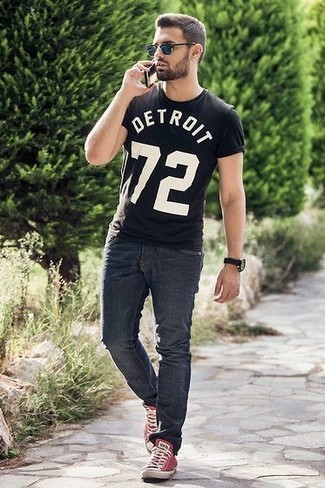 How to Wear Navy Sunglasses For Men: For a casual menswear style with an urban take, wear a black and white print crew-neck t-shirt and navy sunglasses. And it's amazing what red canvas low top sneakers can do for the getup.
