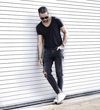 Dark Brown Bracelet Outfits For Men: Putting together a black crew-neck t-shirt with a dark brown bracelet is a good option for an off-duty yet sharp outfit. White canvas low top sneakers are guaranteed to inject an element of polish into your outfit.