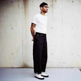 White Canvas Low Top Sneakers Outfits For Men: If the setting allows casual style, you can easily dress in a white crew-neck t-shirt and black jeans. When in doubt about the footwear, complete this look with a pair of white canvas low top sneakers.