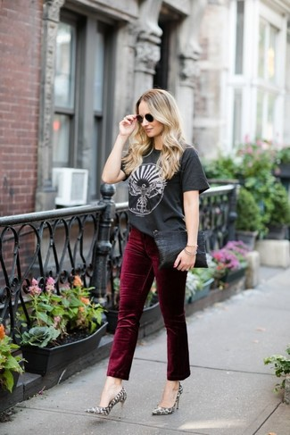 Grey Snake Leather Pumps Outfits: A charcoal print crew-neck t-shirt and burgundy velvet jeans are the perfect base for an outfit. Amp up this whole getup by sporting grey snake leather pumps.