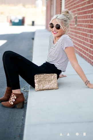 Show off your playful side in a white and navy striped crew-neck tee and black leggings. And if you want to instantly up the style of your look with one piece, enter brown leather ankle boots into the equation. Rest assured, this outfit will keep you warm as well as looking seriously stylish in this transeasonal weather.