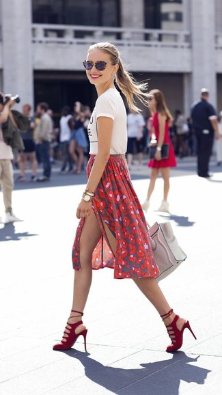 Go for a white and black print crew-neck tee and a red print midi skirt for a comfortable outfit that's also put together nicely. Dress up this look with red suede heeled sandals.