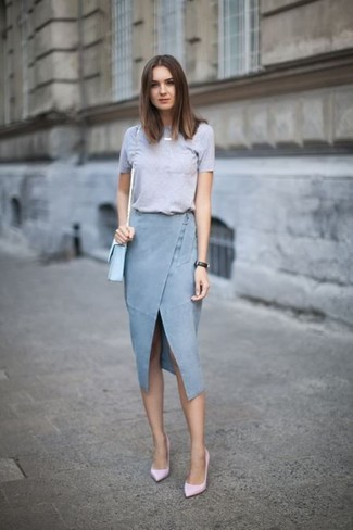 Pairing a women's Twist Front Tee with a light blue slit denim pencil skirt is a comfortable option for running errands in the city. Why not introduce pink leather pumps to the mix for an added touch of style? Loving that this look is great when sunny days set in.