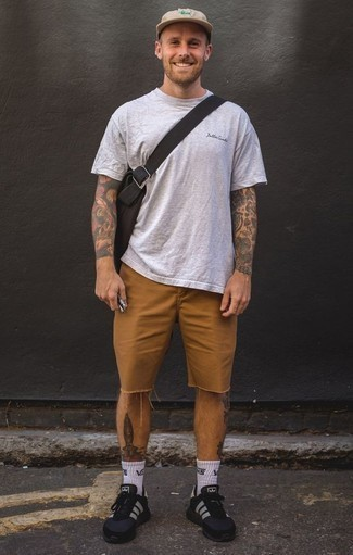 How to Wear a Beige Baseball Cap For Men: Dress in a grey crew-neck t-shirt and a beige baseball cap if you're on a mission for a look option for when you want to look casually cool. You could perhaps get a bit experimental with shoes and complement this outfit with black and white athletic shoes.