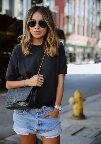 How to wear: black crew-neck t-shirt, light blue denim shorts, black quilted leather crossbody bag, black and gold sunglasses
