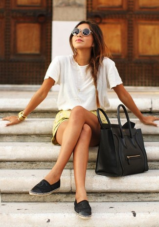 How to wear: white crew-neck t-shirt, yellow floral shorts, black mesh espadrilles, black leather tote bag