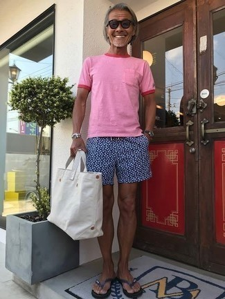 59 Relaxed Outfits For Men After 50: For comfort dressing with a street style take, you can easily opt for a pink crew-neck t-shirt and navy and white print shorts. Rock a pair of navy flip flops to keep the ensemble fresh. This combination should erase any doubts you had about dressing casually over 50.