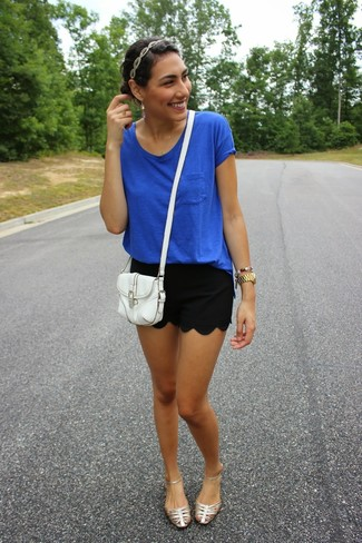A blue t-shirt and black shorts are a great outfit formula to have in your arsenal. Silver leather gladiator sandals will contrast beautifully against the rest of the look.