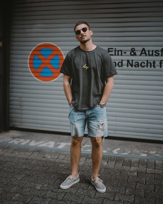 How to wear: charcoal print crew-neck t-shirt, light blue ripped denim shorts, grey print canvas low top sneakers, dark brown sunglasses