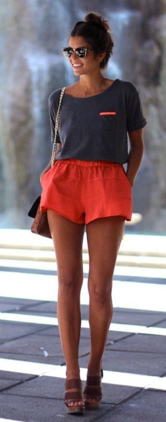 How to wear: charcoal crew-neck t-shirt, red shorts, brown leather wedge sandals, brown leather crossbody bag