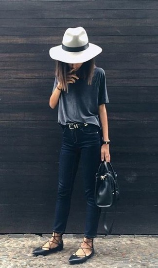How to wear: charcoal crew-neck t-shirt, navy skinny jeans, black leather ballerina shoes, black leather tote bag