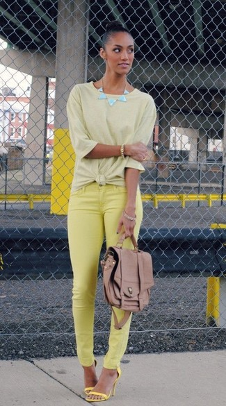 For those of you who like the comfort look, opt for a green-yellow t-shirt and yellow skinny jeans. Yellow heeled sandals will instantly smarten up even the laziest of looks. Undoubtedly, you're looking at a smart choice for a super hot afternoon.