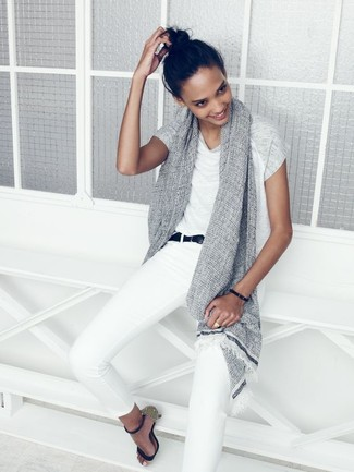 Pair a white crew-neck t-shirt with white skinny jeans for a refined yet off-duty ensemble. Polish off the ensemble with navy leather heeled sandals. You can bet this combo will become your uniform when summer settles in.