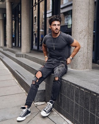 1200+ Hot Weather Outfits For Men: To assemble an off-duty ensemble with an edgy spin, opt for a charcoal crew-neck t-shirt and charcoal ripped skinny jeans. If you want to effortlessly perk up your getup with a pair of shoes, why not complement your outfit with a pair of black and white canvas high top sneakers?