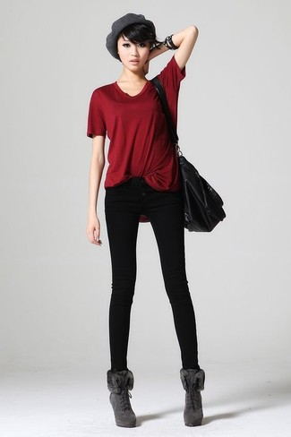 How to wear: red crew-neck t-shirt, black skinny jeans, grey suede lace-up ankle boots, black leather tote bag