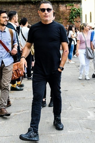 How to Wear Black Ripped Skinny Jeans For Men: If you feel more confident in practical clothes, you'll like this casual combination of a black crew-neck t-shirt and black ripped skinny jeans. Complement your look with black leather low top sneakers to effortlesslly amp up the classy factor of your ensemble.