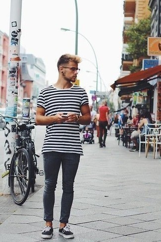 How to Wear Navy Skinny Jeans For Men: Wear a white and black horizontal striped crew-neck t-shirt with navy skinny jeans to put together an interesting and off-duty outfit. Why not complement your ensemble with black and white canvas low top sneakers for an added touch of style?