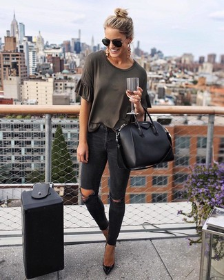 How to wear: charcoal crew-neck t-shirt, black ripped skinny jeans, black leather pumps, black leather tote bag