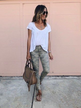 How to wear: white crew-neck t-shirt, olive camouflage skinny jeans, brown leather thong sandals, brown leather satchel bag