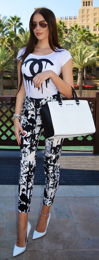 How to wear: white and black print crew-neck t-shirt, white and black print skinny pants, white leather pumps, white and black leather tote bag
