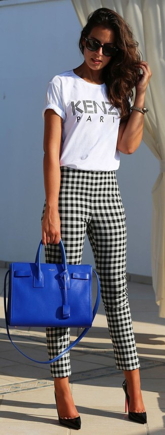 To create an outfit for lunch with friends at the weekend try pairing a white and black print crew-neck t-shirt with black and white gingham skinny pants. Go for a pair of black leather pumps to va-va-voom your outfit. Ideal for summertime, this look will gain quite a few likes on the 'gram too.