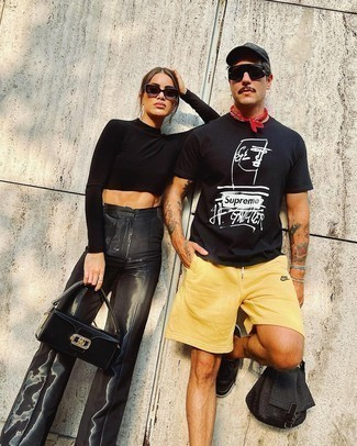 Black Baseball Cap Outfits For Men: Consider teaming a black and white print crew-neck t-shirt with a black baseball cap for a kick-ass and stylish ensemble. Black leather low top sneakers are the most effective way to upgrade this ensemble.