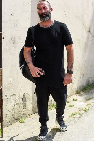 How to Wear Black Sweatpants In Hot Weather In a Relaxed Way For Men: For relaxed dressing with a modern spin, consider wearing a black crew-neck t-shirt and black sweatpants. Complement this outfit with black athletic shoes and the whole outfit will come together perfectly.