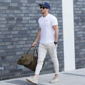 How to Wear Beige Athletic Shoes In a Relaxed Way For Men: A white crew-neck t-shirt and white sweatpants are an easy way to introduce effortless cool into your daily off-duty collection. A great pair of beige athletic shoes pulls this getup together.