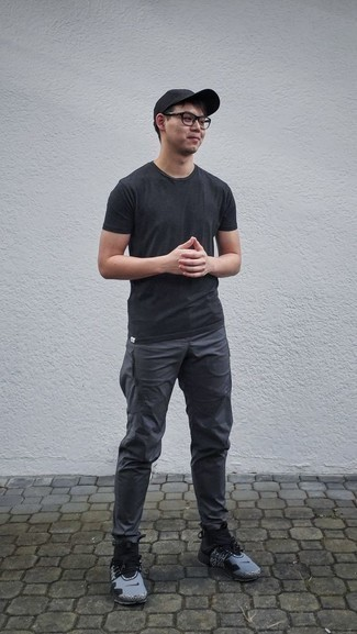 Black Crew-neck T-shirt Outfits For Men: Pair a black crew-neck t-shirt with charcoal sweatpants to create a bold casual and stylish outfit. Our favorite of a myriad of ways to complete this ensemble is a pair of grey athletic shoes.