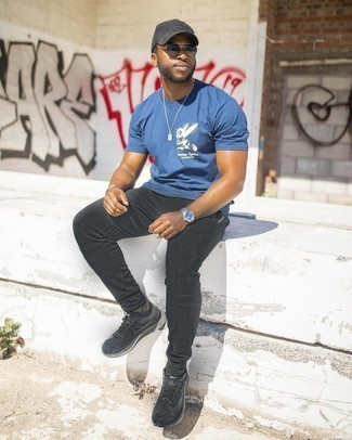 1200+ Hot Weather Outfits For Men: Such items as a blue print crew-neck t-shirt and black sweatpants are an easy way to infuse extra cool into your day-to-day wardrobe. Add a pair of black athletic shoes to the equation and the whole getup will come together.