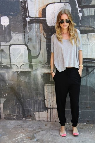 Opt for comfort in a grey crew-neck t-shirt and black track pants. Sporting a pair of grey leather ballerina shoes is an easy way to add extra flair to your ensemble. We can't get enough of this look for warm weather days.