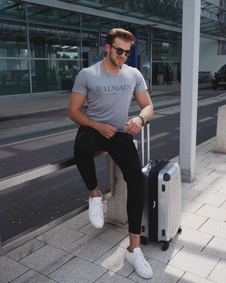 How to Wear Black Sweatpants In Hot Weather In a Relaxed Way For Men: If you appreciate function above all, opt for a grey print crew-neck t-shirt and black sweatpants. Why not complete your getup with white leather low top sneakers for a sense of class?
