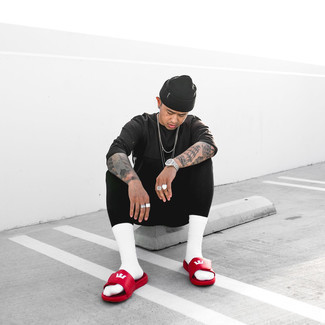 Black Beanie Outfits For Men: Pairing a charcoal crew-neck t-shirt with a black beanie is a savvy option for a laid-back but sharp look. Red leather sandals will add a mellow vibe to an otherwise mostly classic getup.