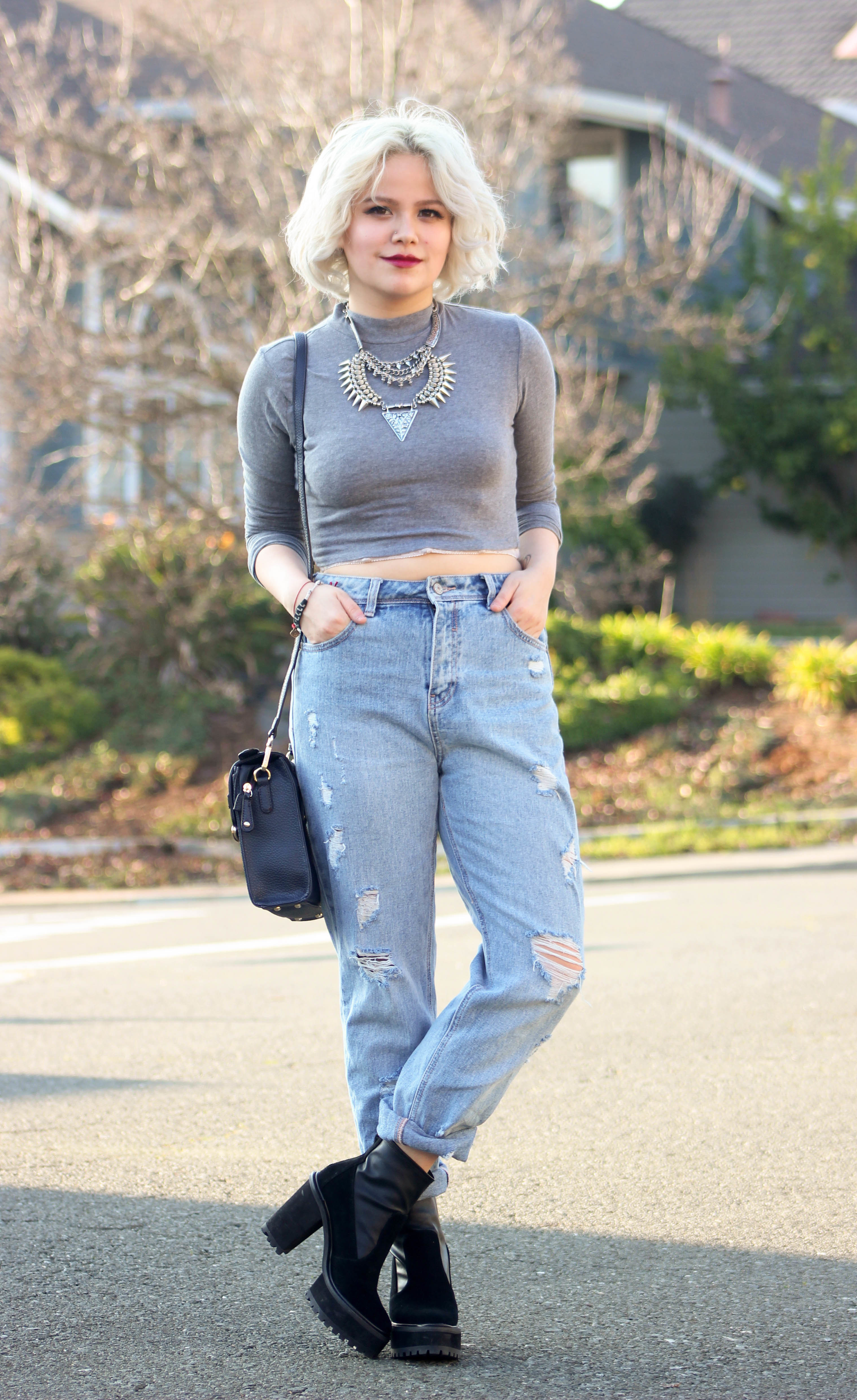 How To Wear Light Blue Ripped Boyfriend Jeans With Black Ankle ...
